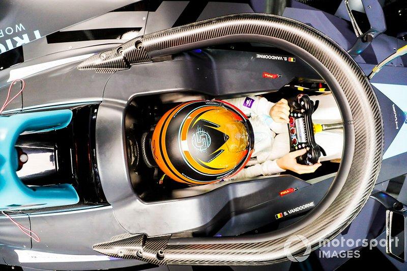 Stoffel Vandoorne, HWA Racelab, VFE-05 in the cockpit