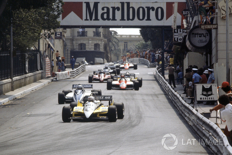 Рене Арну, Renault RE30B, Риккардо Патрезе, Brabham BT49D Ford Cosworth, Бруно Джакомелли, Alfa Romeo 182, Ален Прост, Renault RE30B, и Дидье Пирони, Ferrari 126C2