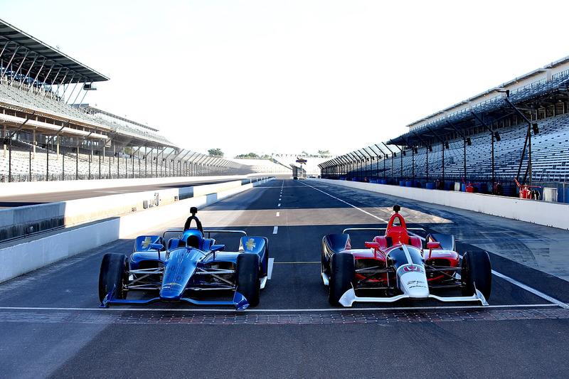 Машини IndyCar 2018 року з двигунами Chevrolet та Honda