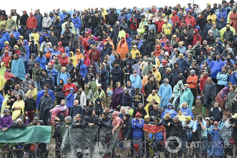 Mesmo com muita chuva e sem Valentino Rossi, os fãs compareceram à Riviera de Rimini para acompanhar o GP de San Marino.
