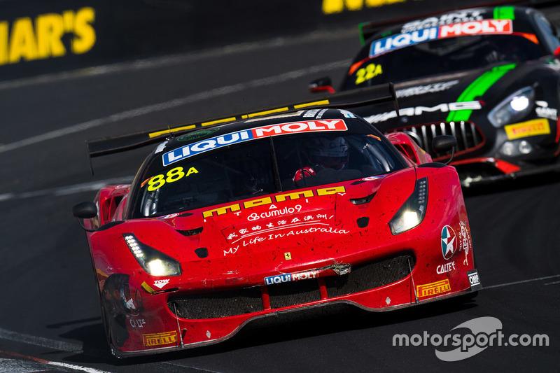 #88 Maranello Motorsport, Ferrari 488 GT3: Toni Vilander, Craig Lowndes, Jamie Whincup