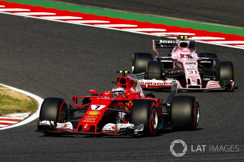 Kimi Raikkonen, Ferrari SF70H, Esteban Ocon, Sahara Force India F1 VJM10