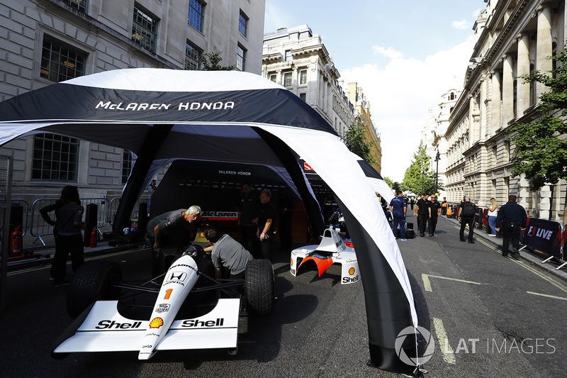 Engineers work on the McLaren MP4/6