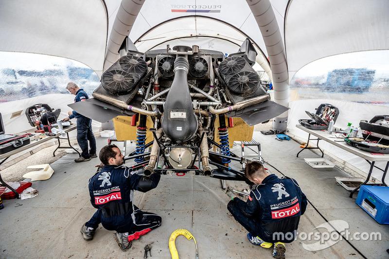 Mechaniker von Peugeot Sport