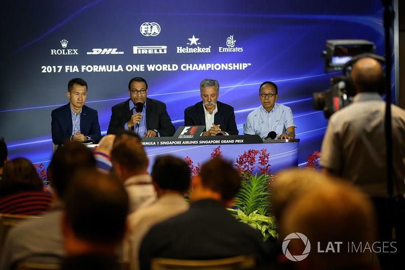 Pressekonferenz: Lionel Yeo, Geschäftsführer Singapur Turismus, Mr S. Iswaran, 2. Minister für Hande