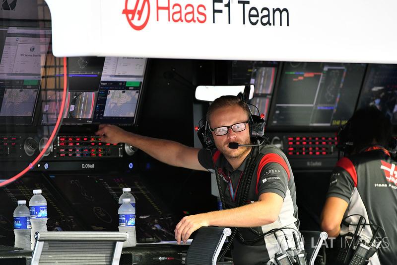 Haas F1 Team, Kommandostand
