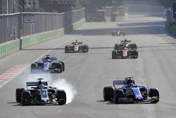 Ромен Грожан, Haas F1 Team VF-17, и Паскаль Верляйн, Sauber C36