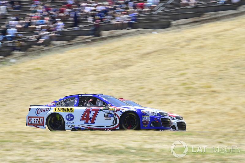 Kyle Larson, Chip Ganassi Racing Chevrolet, A.J. Allmendinger, JTG Daugherty Racing Chevrolet