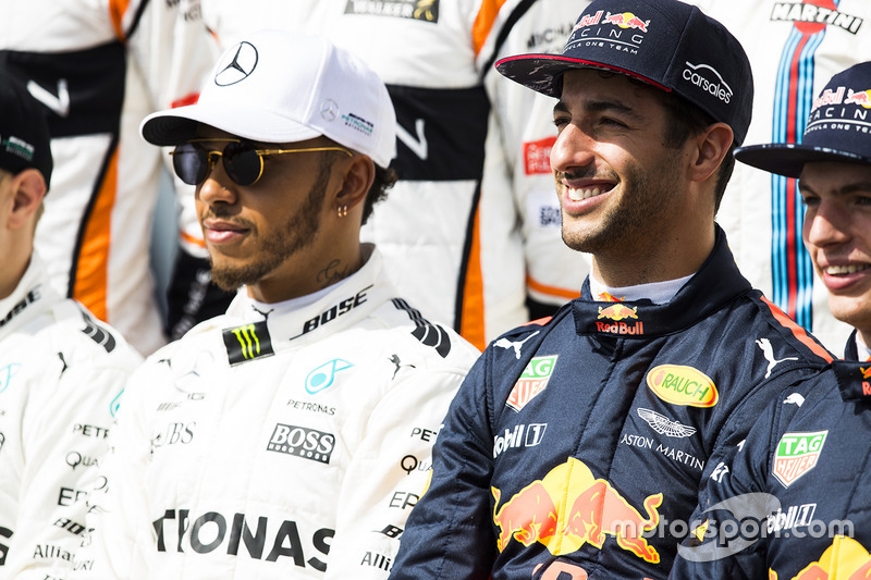 Lewis Hamilton, Mercedes AMG, Daniel Ricciardo, Red Bull Racing y Max Verstappen, Red Bull