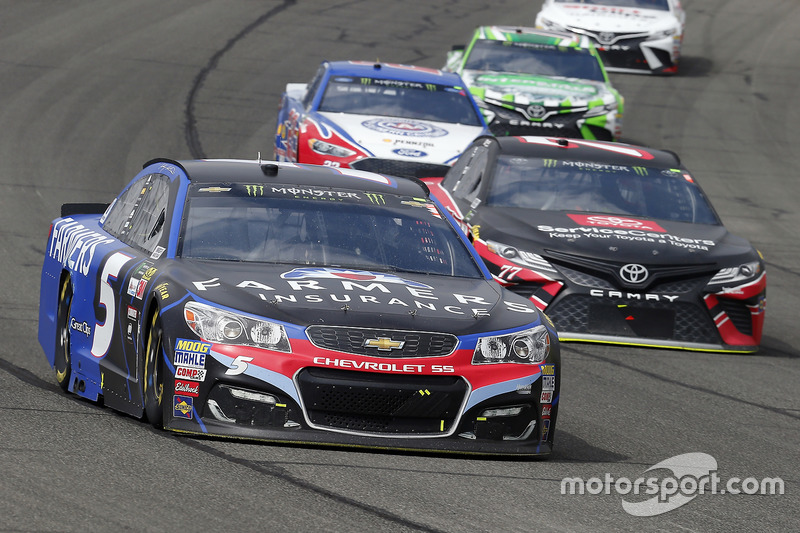 Kasey Kahne, Hendrick Motorsports, Chevrolet; Erik Jones, Furniture Row Racing, Toyota