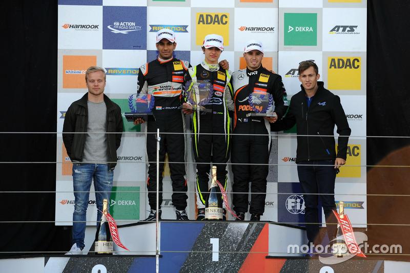 Rookie Podium: first place Lando Norris, Carlin, Dallara F317 - Volkswagen, second place Jehan Daruvala, Carlin, Dallara F317 - Volkswagen , third place Joey Mawson, Van Amersfoort Racing, Dallara F317 - Mercedes-Benz with Feliy Rosenqvist and Gustavo Menezes