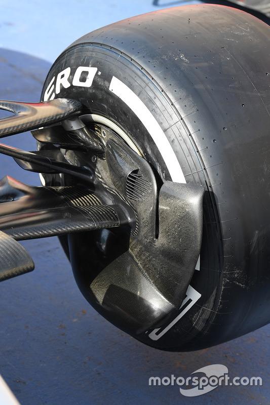 Mercedes AMG F1 W08, detalle del conducto del freno delantero