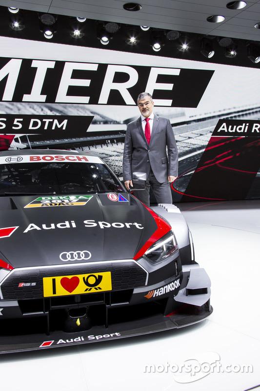 Dieter Gass, Chef von Audi Sport, mit dem Audi RS 5 DTM 2017