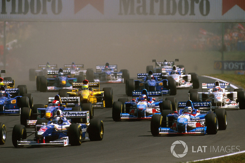 A temporada também foi marcada pela entrada da Bridgestone, que forneceu pneus à Prost (destaque do início do ano), Stewart, Minardi e Arrows. Em seu penúltimo ano na F1, a Goodyear fornecia compostos para as principais equipes.