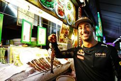 Daniel Ricciardo, Red Bull Racing at Newton Food Centre