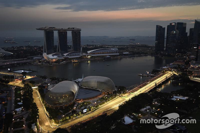 الأجواء فى سنغافورة