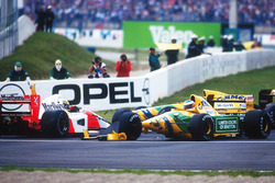 Crash: Ayrton Senna, McLaren MP4/7A; Michael Schumacher, Benetton B192