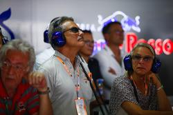Dr. Mario Theissen visita el bo de Toro Rosso