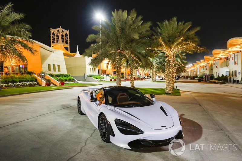 Автомобиль McLaren
