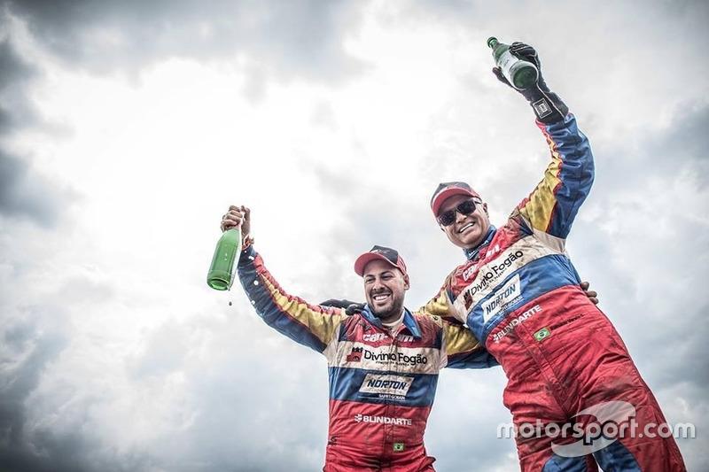 Gustavo Gugelmin e Reinaldo Varela comemoram o título do Dakar 2018 na categoria UTVs (SxS)