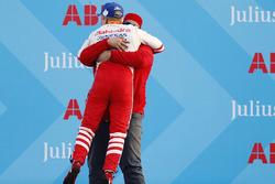 Race winner Felix Rosenqvist, Mahindra Racing, celebrates with Dilbagh Gill, CEO, Team Principal, Mahindra Racing, on the podium