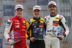 Rookie podium: Winnaar Sacha Fenestraz, Carlin Dallara F317 - Volkswagen, tweede plaats Marcus Armstrong, PREMA Theodore Racing Dallara F317 - Mercedes-Benz, derde plaats Enaam Ahmed, Hitech Bullfrog GP Dallara F317 - Mercedes-Benz