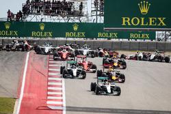 Lewis Hamilton, Mercedes AMG F1 W07 Hybrid en tête au départ de la course