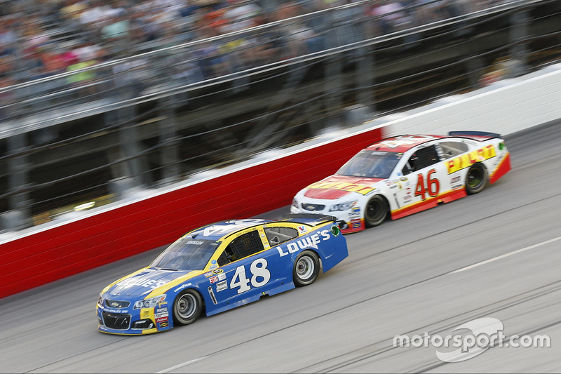 Jimmie Johnson, Hendrick Motorsports Chevrolet, Michael Annett, HScott Motorsports Chevrolet