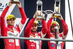 Podium LMP1 : les vainqueurs du LMP1 privé, #12 Rebellion Racing Rebellion R-One AER: Nicolas Prost, Nick Heidfeld, Nelson Piquet Jr.