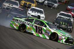 Kyle Busch, Joe Gibbs Racing Toyota, spins