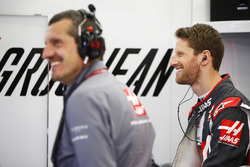 Guenther Steiner, Team Principal, Haas F1, and Romain Grosjean, Haas F1 Team