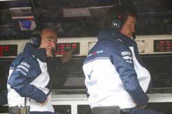 Paddy Lowe, Williams Martini Racing Formula 1, and Rob Smedley, Head of Vehicle Performance, Williams Martini Racing