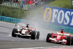 Jenson Button, Honda Racing RA106 y Felipe Massa, Ferrari F248