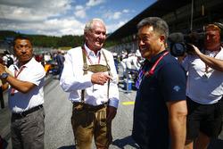 Helmut Markko, Consultant, Red Bull Racing, with Masashi Yamamoto, General Manager, Honda Motorsport