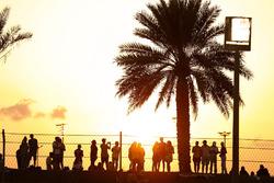 Fans genieten van de zonsondergang