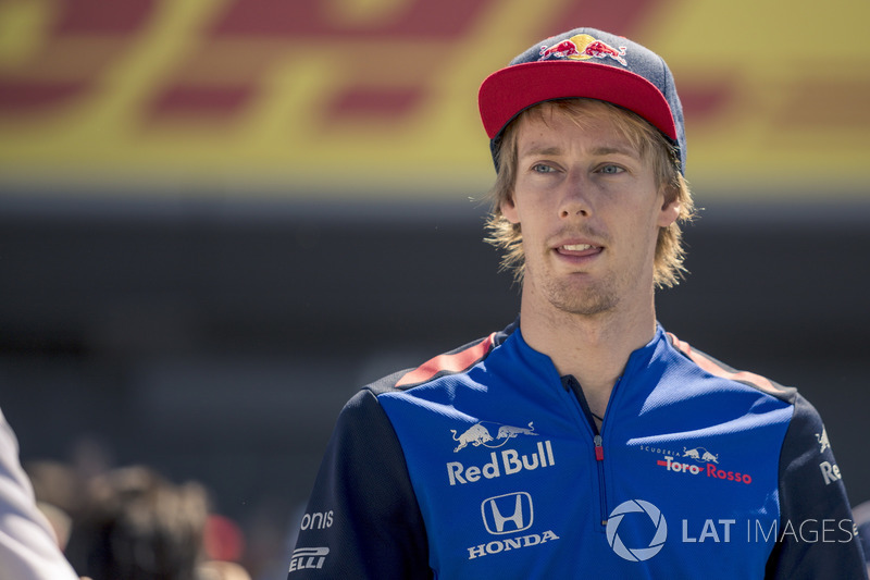 Brendon Hartley, Scuderia Toro Rosso mengikuti parade pembalap