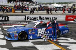 Race winner Kyle Busch, Joe Gibbs Racing, Toyota Camry Comcast Salute to Service Juniper