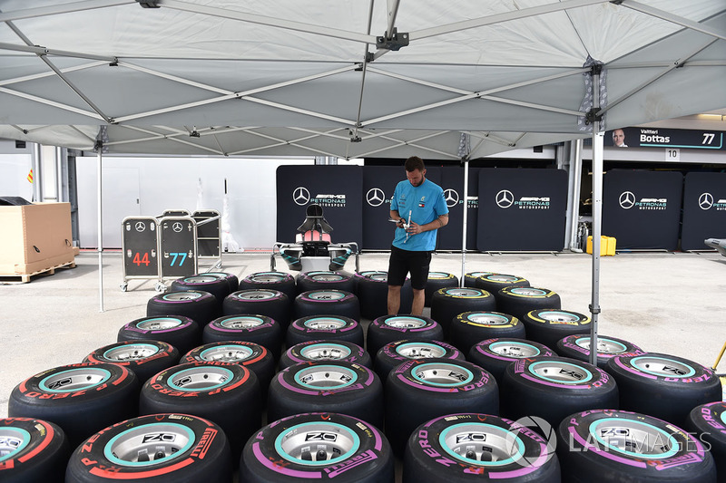 Mercedes AMG F1 mechanic and Pirelli tyres