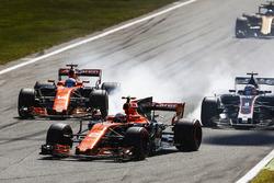 Stoffel Vandoorne, McLaren MCL32, Fernando Alonso, McLaren MCL32, Romain Grosjean, Haas F1 Team VF-17, Jolyon Palmer, Renault Sport F1 Team RS17