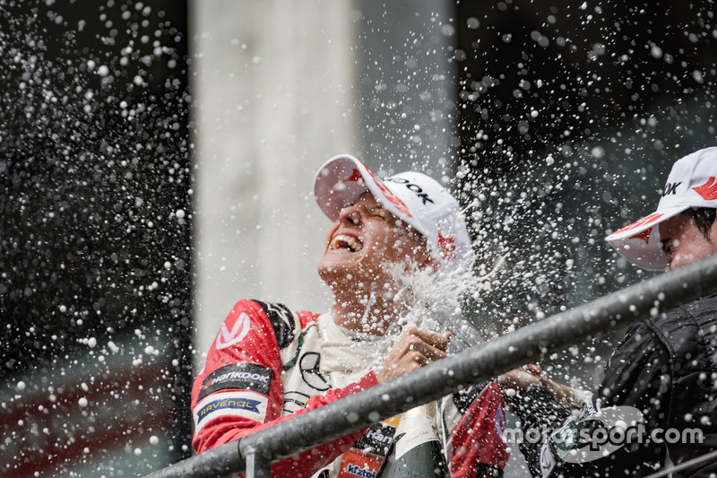 Podio de novato: segundo lugar Mick Schumacher, Prema Powerteam, Dallara F317 - Mercedes-Benz