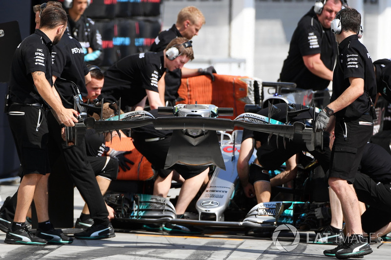 George Russell, Mercedes-Benz F1 W08  y el ala delantera cambio