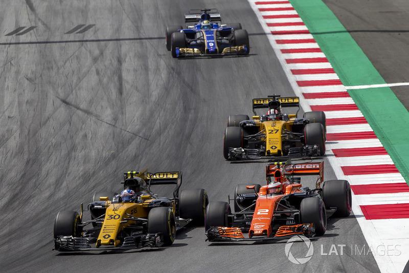 Джоліон Палмер, Renault Sport F1 Team RS17, Стоффель Вандорн, McLaren MCL32, боротьба за позицію