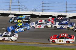 Jimmie Johnson, Hendrick Motorsports Chevrolet, Trevor Bayne, Roush Fenway Racing Ford, crash