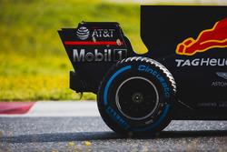 Макс Ферстаппен, Red Bull Racing RB13: задняя шина Pirelli и заднее антикрыло