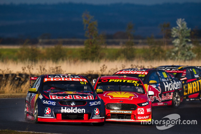 Shane van Gisbergen, Triple Eight Race Engineering Holden, Scott McLaughlin, Team Penske Ford, Dick Johnson