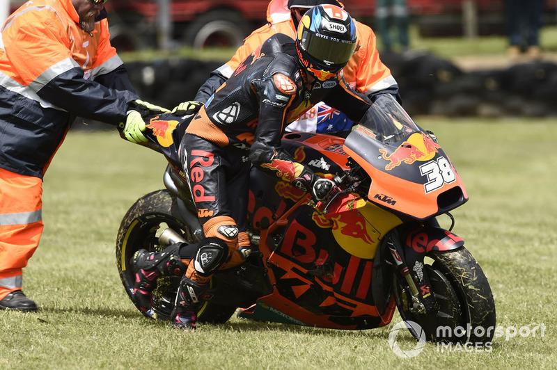 Bradley Smith, Red Bull KTM Factory Racing, terjatuh