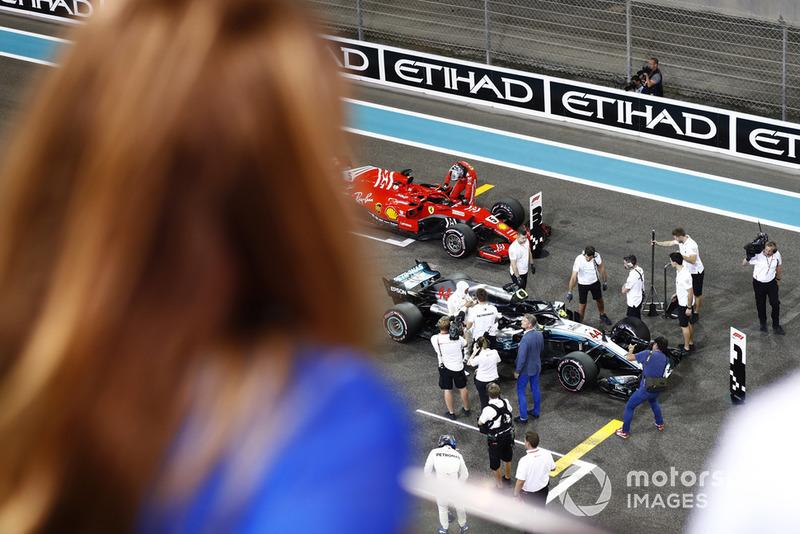 Lewis Hamilton, Mercedes AMG F1 W09 EQ Power+, festeggia dopo aver conquistato la pole position