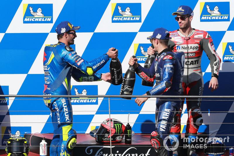 Ganador Maverick Viñales, Yamaha Factory Racing, segundo Andrea Iannone, Team Suzuki MotoGP,tercero Andrea Dovizioso, Ducati Team
