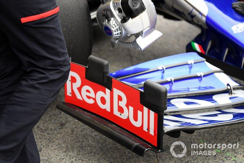 Scuderia Toro Rosso STR14 front wing detail