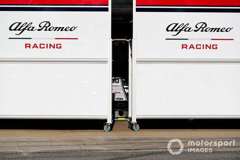 Paravento davanti al garage Alfa Romeo Racing